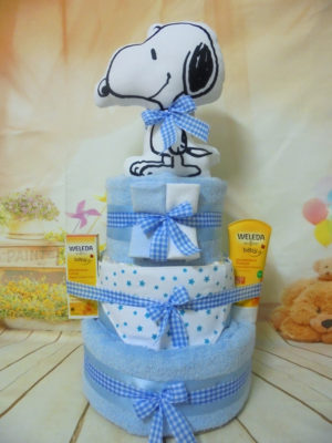 Snoopy 3όροφη μωρότουρτα